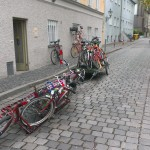 Loading bikes to be carried on the DIY cargobike
