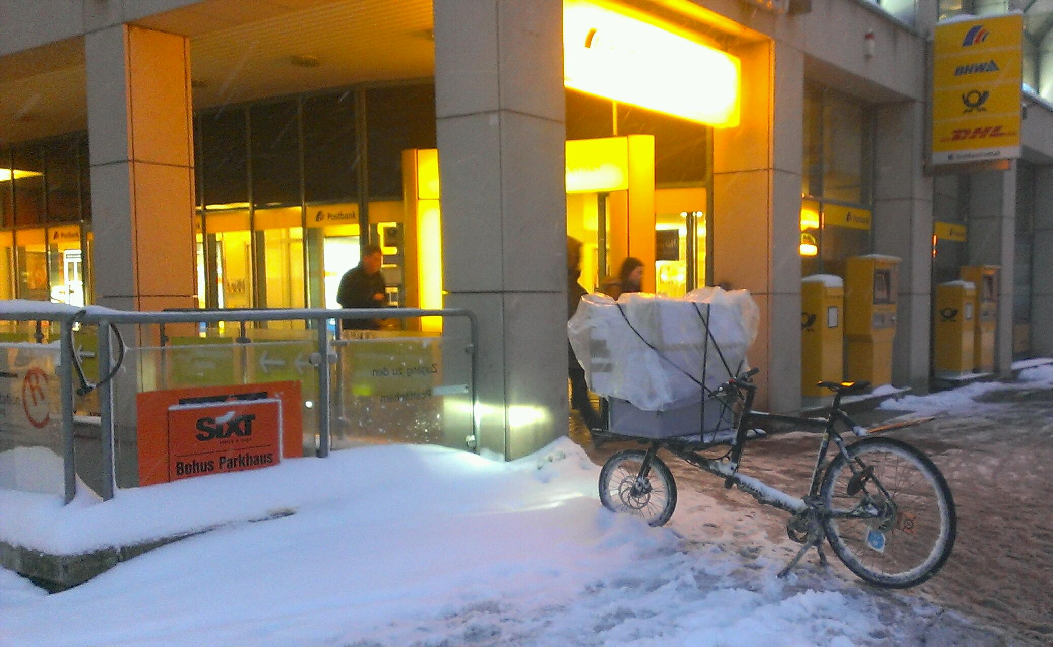 the biggger, the better: boxes on the cargo bike